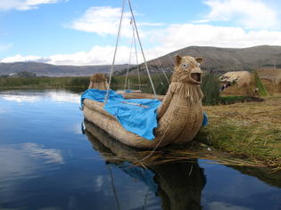 Reed_Islands_of_Lake_Titicaca_-b.jpg