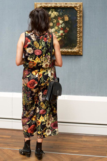 Photographer-goes-through-the-museums-to-capture-the-similarities-between-the-paintings-and-the-visitors-and-the-result-will-impress-you-59e6faeacbece__700.jpg