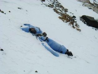 Unknown-Body-on-Everest.jpg