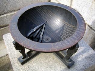 1200px-Seoul-Gyeongbokgung-Sundial-02.jpg