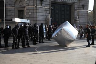 inflatable-cobblestone-barcelona_copyright_Oriana_Eli-abe_enmedio.info_1-copy.jpg