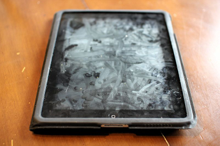 IPad_with_extensive_fingerprints_and_smudges.jpg