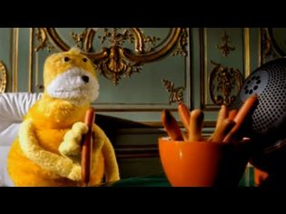 """Mr Oizo """"Flat beat"""" official video directed by Quentin Dupieux with Flat Eric"""