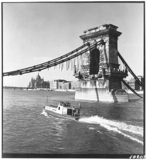Rudolf Járai - Kishajo at the Chain Bridge, 1946