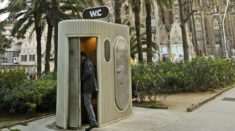 public toilet at Sagrada Familia