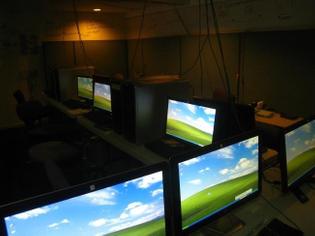 xwindows-computers-in-computer-lab.jpg.pagespeed.gp-jp-jw-pj-ws-js-rj-rp-rw-ri-cp-md.ic.wAjXgD6jbV.jpg