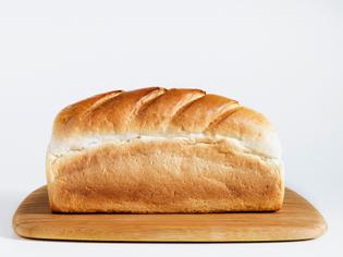 loaf-of-bread-on-chopping-board-close-up-sb10065848i-001-58a7044a5f9b58a3c91cfcb7.jpg