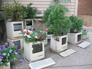 recycled-computer-monitor-garden.jpg