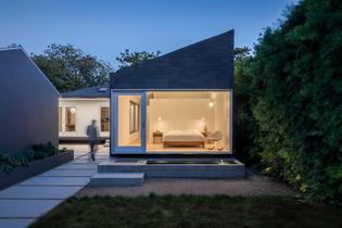 Rear Window House (designed by Edward Ogosta Architecture)