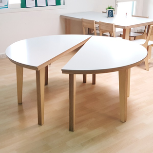 moonkids_semi-circle-table_01.jpg