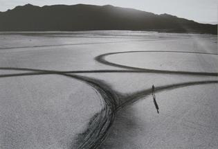 michael-heizer-circular-surface-planar-displacement-drawing-1970.jpg