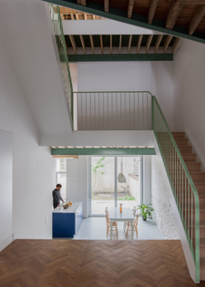 Brussels townhouse renovation (designed by Mamout and AUXAU)