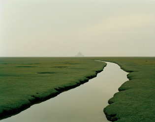 Nadav Kander, Mont Saint-Michel, Normandy, France, 2002.