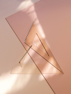 carl-kleiner-2017-june-sweden-stockholm-still-life-triangle-hard-light-pink-01-1450x1920.jpg