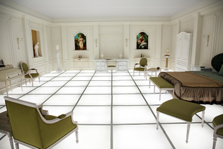 2001-a-space-odyssey-replica-bedroom-iv.jpg