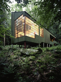 Forest House (1976), West Cornwall, Connecticut. Designed by Peter Bohlin of Bohlin Cywinski Jackson