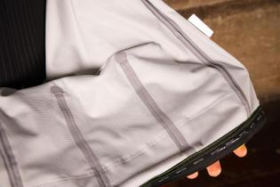 sportful-fiandre-extreme-jacket-taped-seams.jpg?itok=a6ziw-xz