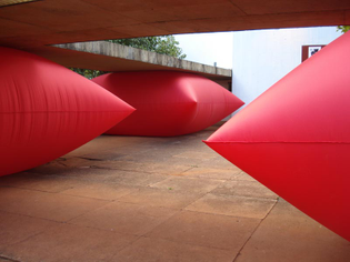 geraldo-zamproni_large-inflatable-red-pillow_collabcubed.jpg