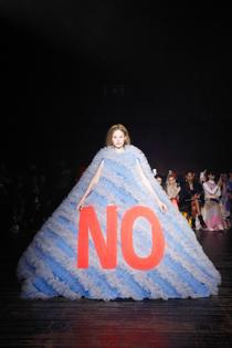 viktor-rolf-spring-2019-couture-collection-paris-fashion-week-pfw-runway-fashion-tom-lorenzo-site-11.jpg