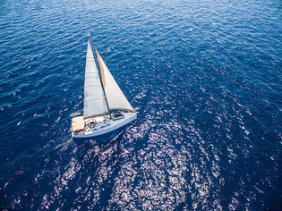 sailing-with-sailboat-view-from-drone-picture-id485519838?k=6-m=485519838-s=612x612-w=0-h=hki4qkls7gdgrfrc51zvbysdw9v913iukq...