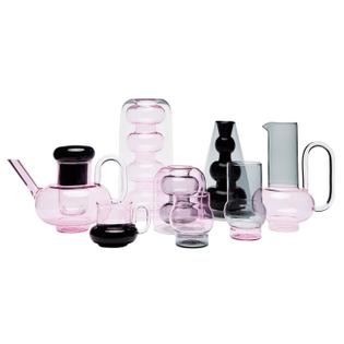 tom-dixon-bump-serie-glaeser-tassen-vasen-kannen-teekanne-rosa-grau-frei.jpg