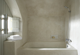 tadelakt-bath-london-painted-shutters.jpg