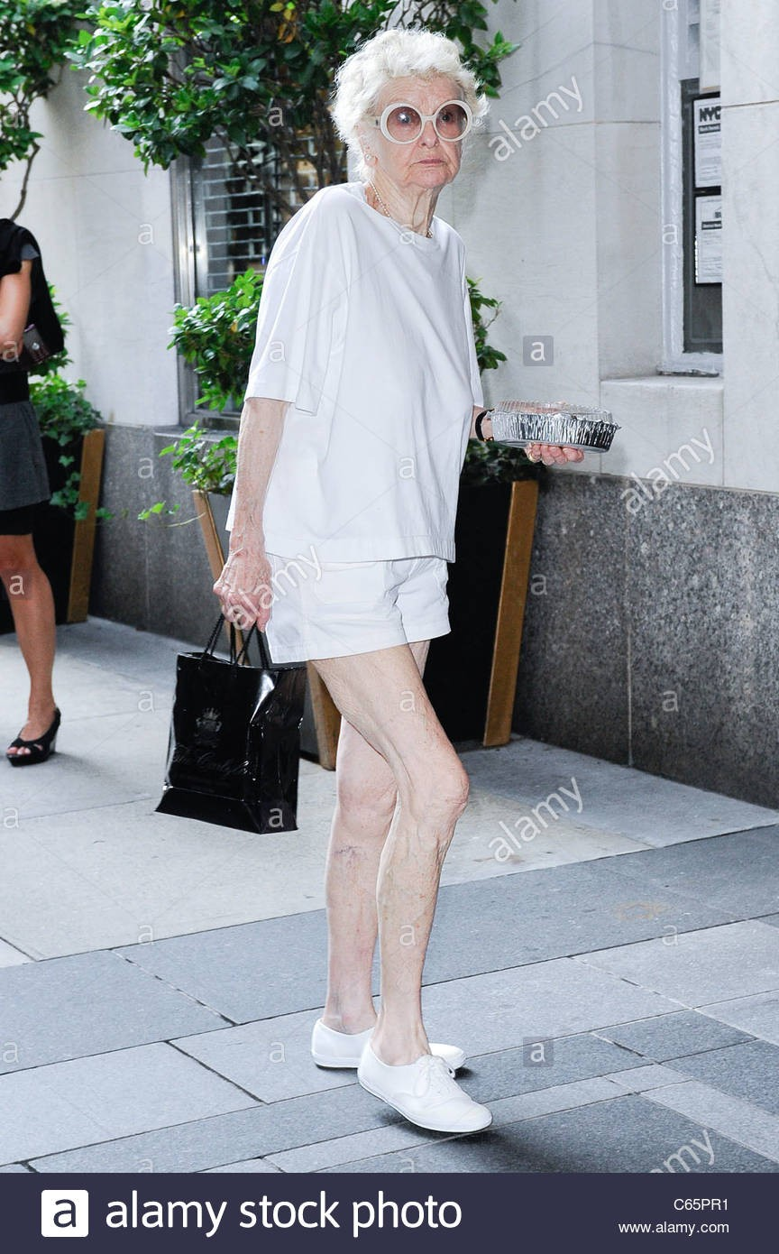 elaine-stritch-enters-her-upper-east-side-hotel-out-and-about-for-c65pr1.jpg