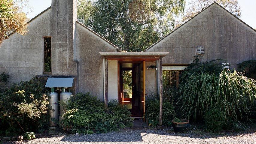 werry-francis-houses-john-scott-modernist-architecture-new-zealand-mary-gaudin-photography_dezeen_1704_hero1-852x480.jpg